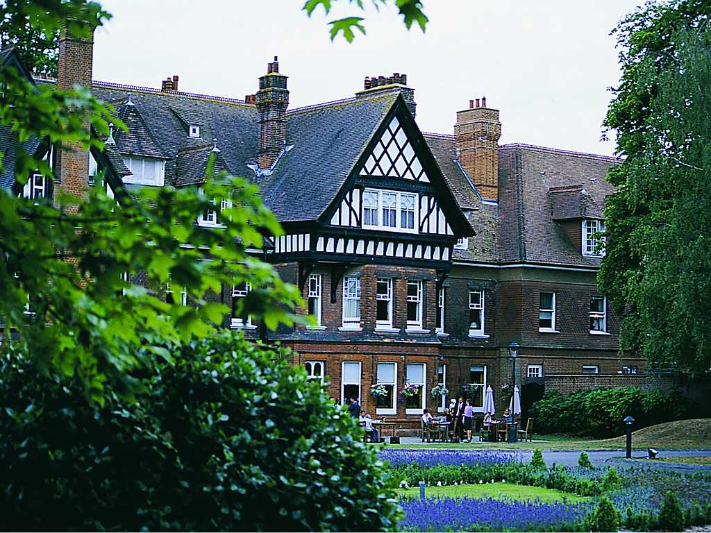 Woodlands park hotel in south east england and cobham for Luxury hotel breaks